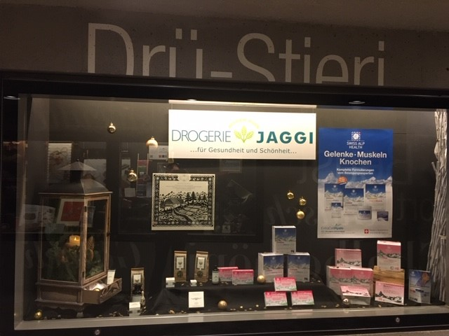 Drogerie Jaggi Saanen bei Gstaad Window December 2020